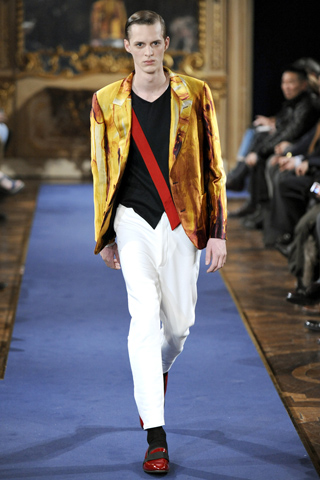 Alexander McQueen Fall Winter 2011 Menswear Show Look 8